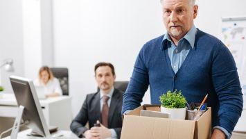 Можно ли увольнять пенсионера по инициативе работодателя