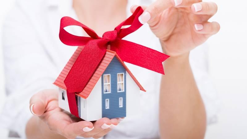 Как подарить внуку квартиру и нужно ли согласме родственников прописана мать