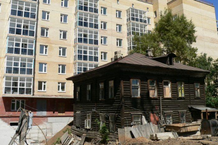 многоквартирная новостройка на месте старого дома