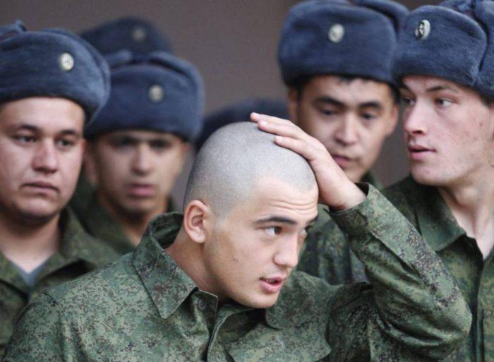 солдаты в военной форме