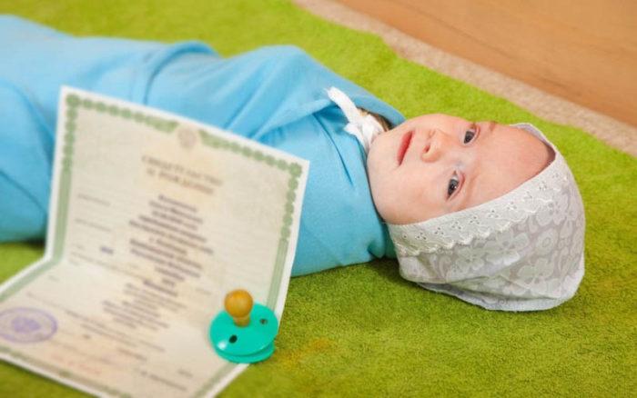 грудной ребенок, соска и документ