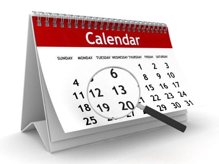 настольный календарь и лупа