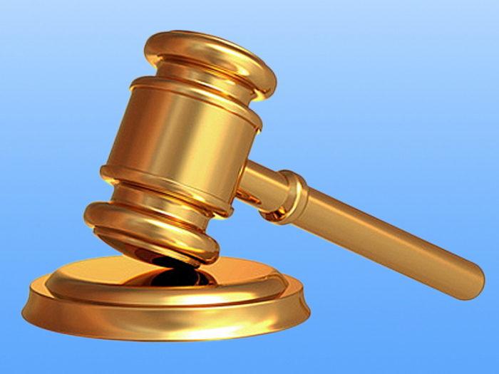 золотистый судейский молоток