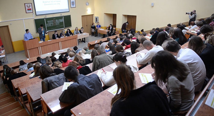 большая аудитория со студентами и преподавателями