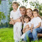 многодетная семья с четырьмя детьми