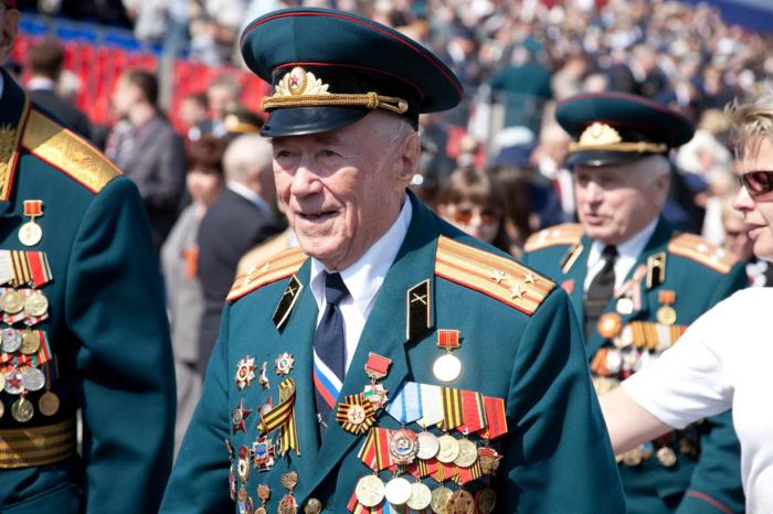 заслуженные ветераны войны в медалях и наградах