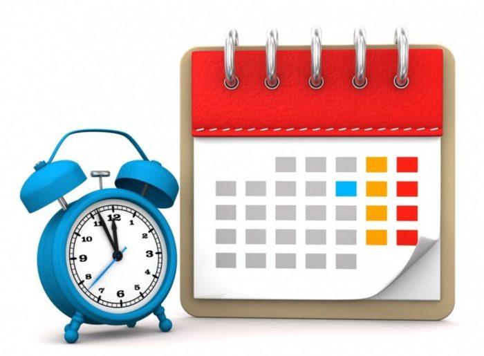 настольные часы и календарь