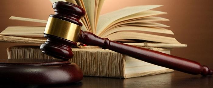 молоток судьи и книга