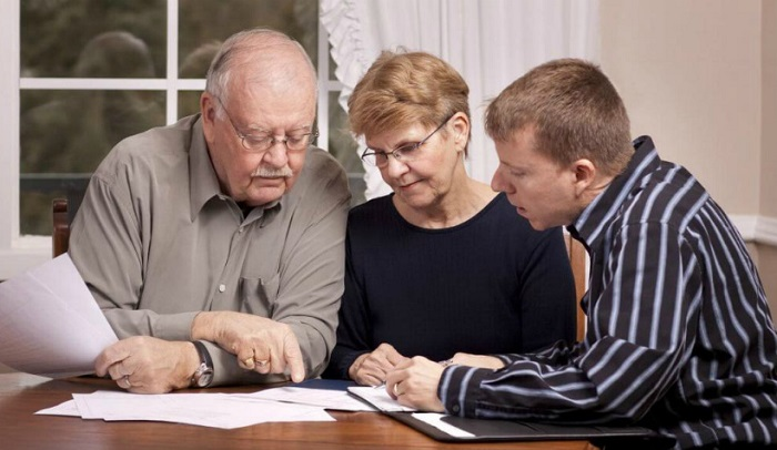 Муж с женой заключают договор