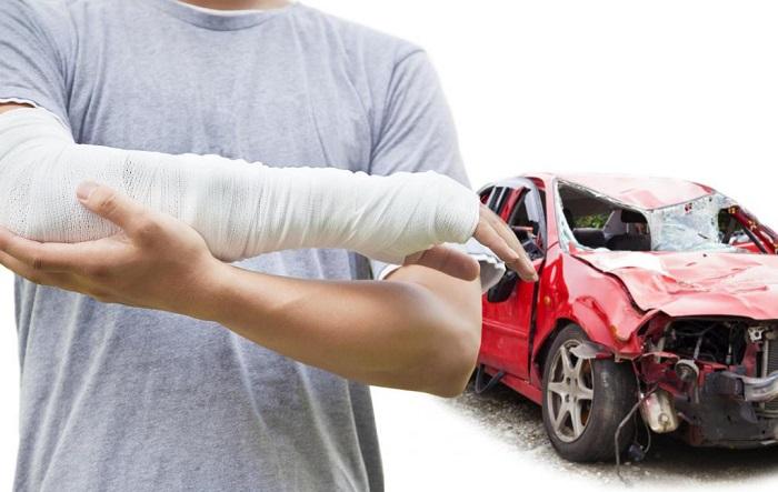 Перебинтованная рука после аварии