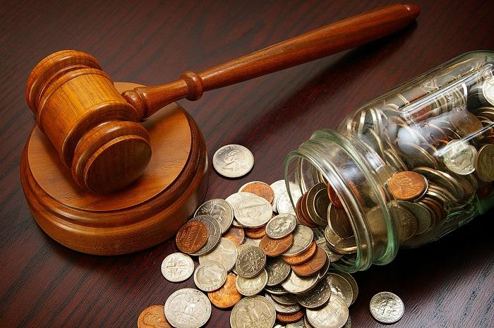 Судебный молоток и деньги