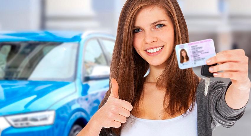 водительское удостоверение девушки