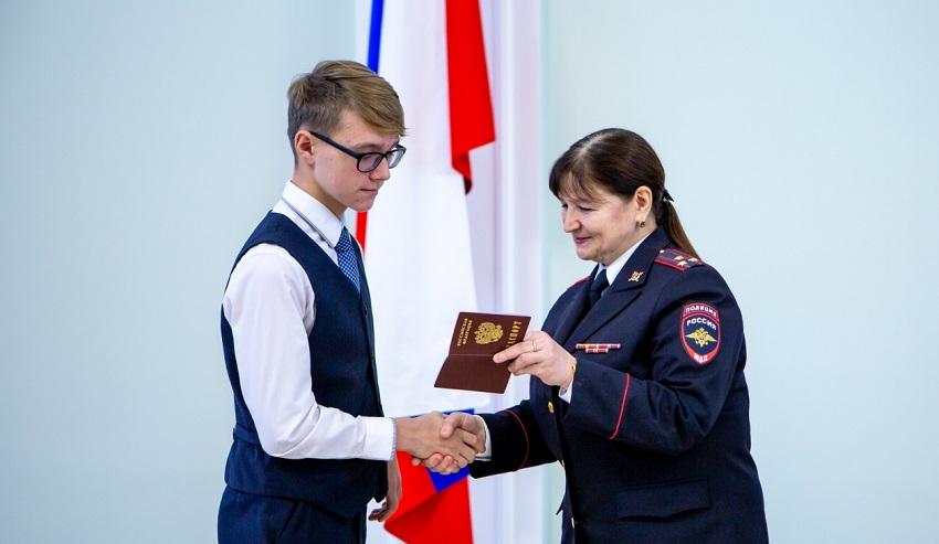 вручение первого паспорта в 14 лет